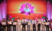 """Auszeichnung der Literatur- und Kunstwerke über """"Lernen und arbeiten nach dem Vorbild Ho Chi Minh"""""""