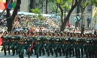Parade zum 40. Jahrestag der Vereinigung des Landes