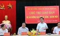 Vize-Premierminister Hoang Trung Hai überprüft den Bauprozess der Autobahn Da Nang – Quang Ngai