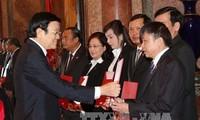 Staatspräsident überreicht Ernennungsurkunden der Richter des Obersten Gerichtshofs