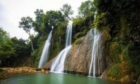 Die Schönheit des Dai Yem-Wasserfalls in Moc Chau
