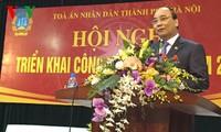 Vize-Premierminister Nguyen Xuan Phuc ist bei der Konferenz des Volksgerichts Hanois anwesend