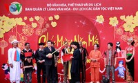 "Staatspräsident Truong Tan Sang nimmt am Fest ""Frühlingsfarben in allen Gebieten des Landes"" teil"