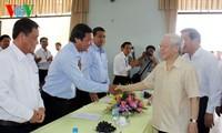KPV-Generalsekretär Nguyen Phu Trong besucht die Gemeinde Duc Hoa Dong der Provinz Long An