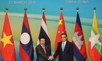 Vize-Premierminister Pham Binh Minh trifft Chinas Premierminister Li Keqiang