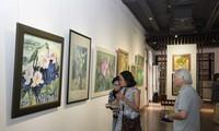 Ausstellung der Bilder über Lotus in der Hanoier Altstadt