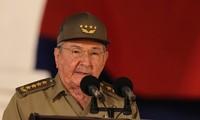 Kubas Spitzenpolitiker beglückwünschen Vietnam zu seinem Nationalfeiertag