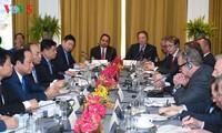 Premierminister nimmt am Rundtischforum über Zusammenarbeit zwischen Vietnam und den USA teil