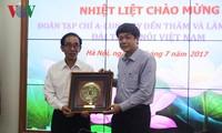 Verstärkung der Zusammenarbeit zwischen VOV und der laotischen Zeitschrift A-lun-may