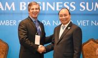 Premierminister Nguyen Xuan Phuc empfängt Leiter internationaler Konzerne