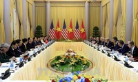 Staatspräsident Tran Dai Quang führt Gespräch mit US-Präsident Donald Trump