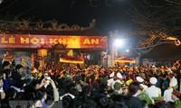 Zehntausende Menschen nehmen an der Feier zur Stempelverteilung im Tran-Tempel teil