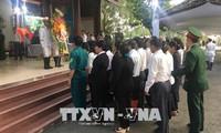 Zahlreiche Menschen machen Kondolenzbesuche im Haus des ehemaligen Premierministers Phan Van Khai