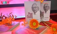 """Porträt des Journalisten Phan Quang durch das Buch """"Phan Quang – 90 Jahre alt, 70 Jahre als Journalist"""""""