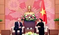 Parlamentspräsidentin Nguyen Thi Kim Ngan empfängt den Präsident des weißrussischen Senats