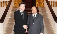 Premierminister Nguyen Xuan Phuc empfängt Südkoreas Premierminister Lee Nak Yeon