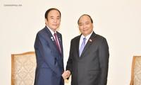 Premierminister Nguyen Xuan Phuc empfängt Gouverneur der japanischen Provinz Saitama