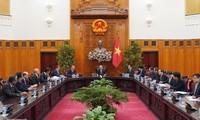 Premierminister Nguyen Xuan Phuc empfängt Vorsitzenden der Japan-Mekong-Kommission für Wirtschaftszusammenarbeit