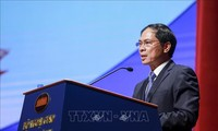 Vize-Außenminister Bui Thanh Son besucht Chile