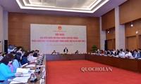 Amtliche Abgeordnete diskutieren das geänderte Bildungsgesetz