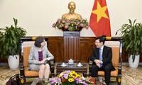 Vize-Premierminister, Außenminister Pham Binh Minh empfängt kanadische Botschafterin