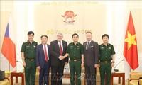 Generalstabschef der vietnamesischen Volksarmee empfängt Vize-Vorsitzenden der tschechischen Abgeordnetenkammer