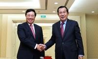 Vize-Premierminister, Außenminister Pham Binh Minh trifft Kambodschas Premierminister Hun Sen
