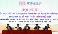 Vize-Premierminister Vuong Dinh Hue nimmt an der Konferenz zur Entwicklung der Stadt Vinh teil
