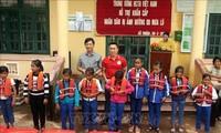 Das Rote Kreuz unterstützt die von Fluten betroffenen Menschen in Quang Tri