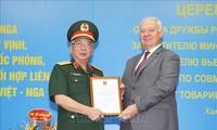 Vize-Verteidigungsminister Nguyen Chi Vinh erhält Freundschaftsorden von Russland