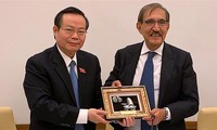 Vize-Parlamentspräsident Phung Quoc Hien führt Gespräche mit Leitern des italienischen Senats
