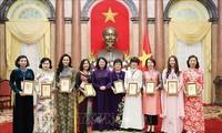 Vize-Staatspräsidentin Dang Thi Ngoc Thinh empfängt hervorragende Unternehmerinnen