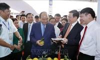 Premierminister Nguyen Xuan Phuc nimmt an der Eröffnung der Ausstellung über Neugestaltung ländlicher Räume teil