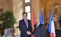 Delegation der KPV besucht Frankreich