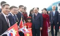 Premierminister Nguyen Xuan Phuc gibt der südkoreanischen Presse ein Interview