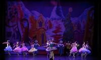 """Vietnamesische Künstler spielen das berühmte Ballett """"Der Nussknacker"""""""