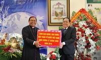 Vorsitzender der Vaterländischen Front Vietnams besucht im Advent die Kirchengemeinde von Buon Ma Thuot