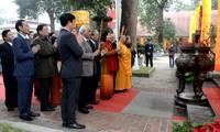 Die Zeremonie zur Anzündung von Räucherstäbchen in der alten Zitadelle Thang Long zum neuen Jahr