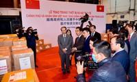 Vietnam überreicht China medizinische Geräte und Zubehör