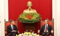 Leiter der Zentralwirtschaftskommission Nguyen Van Binh empfängt Vize-Assistenten des US-Finanzministers