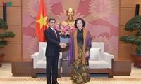 Parlamentspräsidentin Nguyen Thi Kim Ngan empfängt den indischen Botschafter