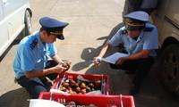 Offizielle Zollabfertigung bei Grenzübergang Coc Nam in der nordvietnamesischen Provinz Lang Son