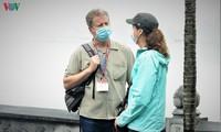 Ausländische Touristen unterstützen das Tragen der Mundschutzmasken auf öffentlichen Plätzen