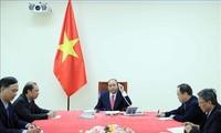 Premierminister Nguyen Xuan Phuc führt Telefongespräch mit seinem singapurischen Amtskollegen