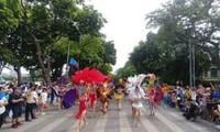 Kultur- und Kunstveranstaltungen in der Fußgängerzone in Hanoi
