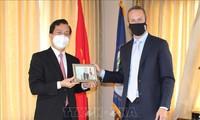 Vietnamesische Botschaft in den USA beschenkt DFC mit Mundschutzmasken