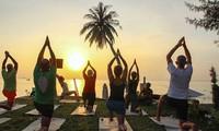 Indische Botschaft organisiert den internationalen Yogatag in Ha Long