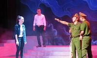 Nationales Theaterkunstfestival über das Bild der Volkspolizisten