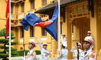 Zeremonie zum Hissen der Flaggen zum 53. Gründungstag der ASEAN