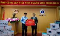 Vingroup überreicht dem Gesundheitsministerium 3000 Beatmungsgeräte